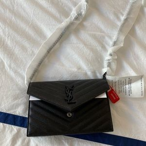 SAINT LAURENT. Wallet on chain. NWT. Matte black.